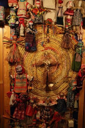 Kozlovo, روسيا: Календарь из языческих кукол
