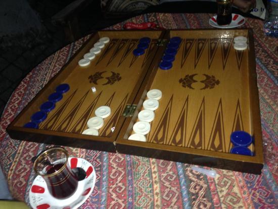 Istanbul Urban Adventures: Game of backgammon