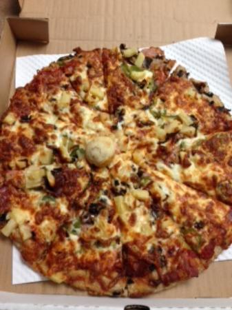 Hansen's Classic Pizza: Super yummy