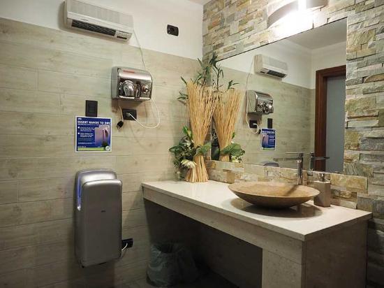 Nuovi bagni ristrutturati - Picture of La Vecchia Legnano, Legnano ...