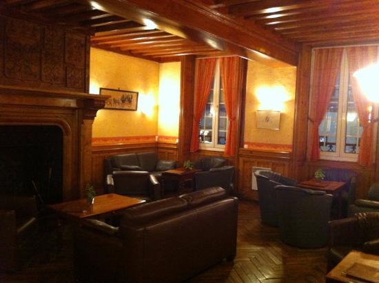 Л'Эгль, Франция: salon dans le lobby