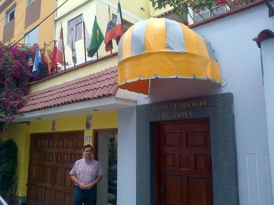 Hostal Residencial Los Andes: entrada hostal