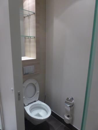 H2 Hotel Berlin Alexanderplatz: Toilet