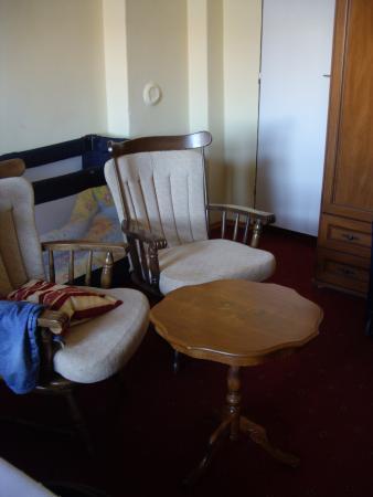 Klara : Столик и кресла