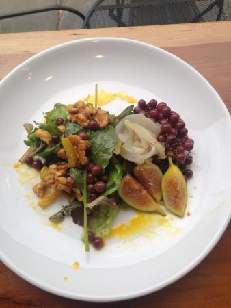 Kingston, نيويورك: Champagne grape and preserved lemon salad