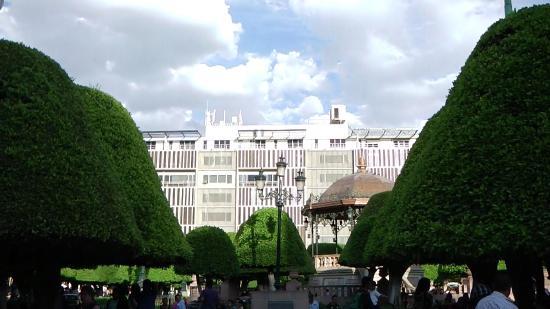 Foto de plaza m rtires del 2 de enero leon jardin for Jardin principal location
