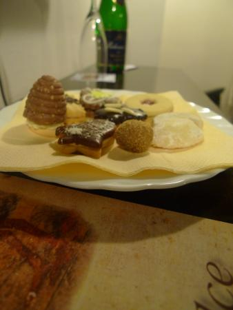 Hotel U Tri Pstrosu (At the Three Ostriches): Complimentary Christmas Cookies