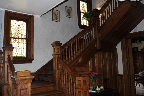 Taylor House Inn : View of Stairway in Front Hall