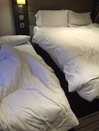 Premier Inn Market Harborough Hotel : squezzed in beds