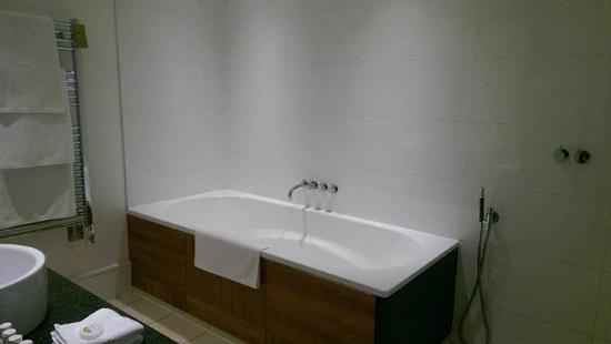 Hope Street Hotel: Really Big Bath And Separate Shower/wet Room Area With  Huge