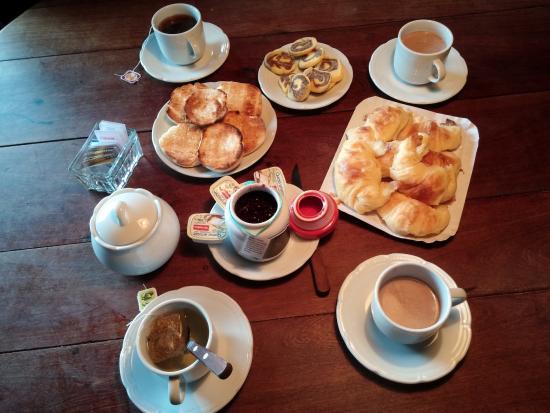 Cabanas Quetrihue: Desayuno para 4 personas