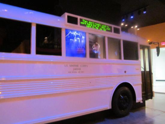 Triangle, فيرجينيا: автобус внутри музея