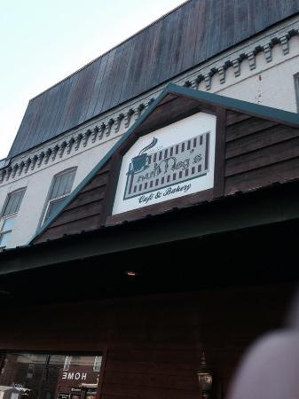 Lansing, IA: Nutmegs Bakery & Cafe