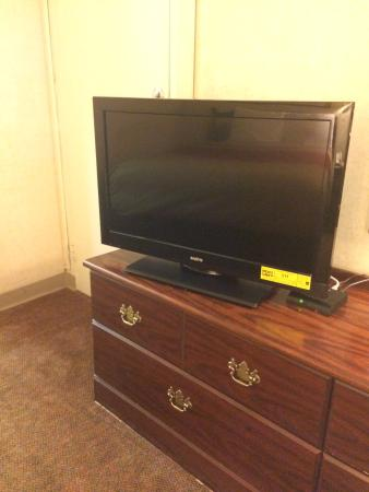 Econo Lodge Calhoun: TV