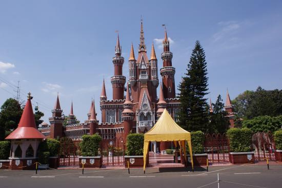 Taman Mini Indonesia Indah Picture Of Beautiful Indonesia In