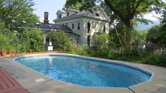Blackinton Manor Bed & Breakfast: Pool