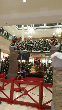 Find shopping malls in Staten Island, New York. List of mall locations, hours, store lists, phone numbers, service information and more.
