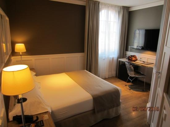 Hotel Center Gran Via: Gran Via Corner Room
