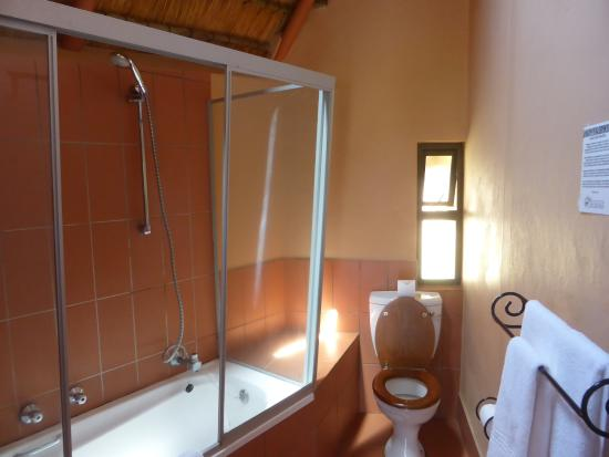 Didima Camp: nice bathrooms - missing a shower screen door though!