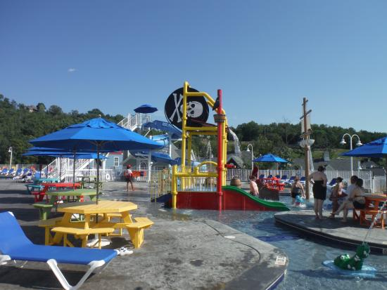 Stormy Point Village a Summerwinds Resort: The pool area geared towards families
