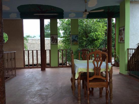 Santa Elena, Mexico: Second floor balcony seating