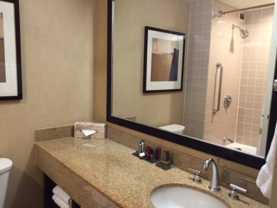 Marriott Oakland City Center: Bathroom