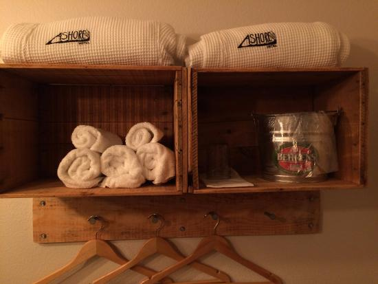 Ashore Hotel: Fun quirky accessories in the room