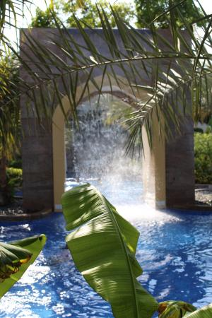 Conrad Dubai: Poollandschaft