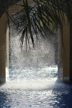 Attraktiv Conrad Dubai: Wasserfall Am Pool