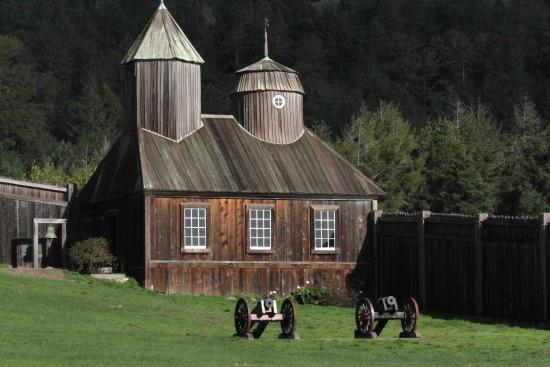 ‪‪Cazadero‬, كاليفورنيا: Russian Chapel & Cannons at Fort Ross‬