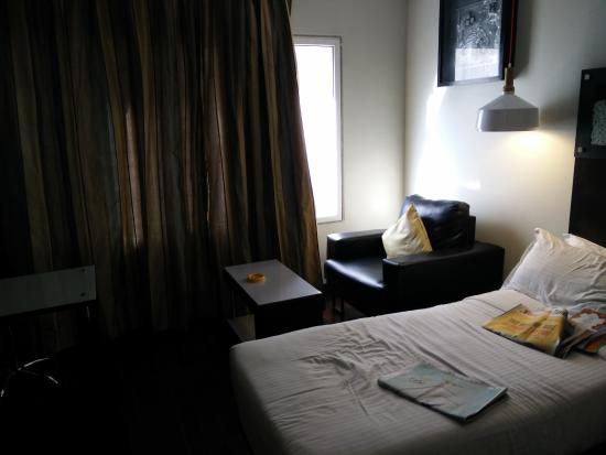 37th Crescent Hotel Bangalore : Room