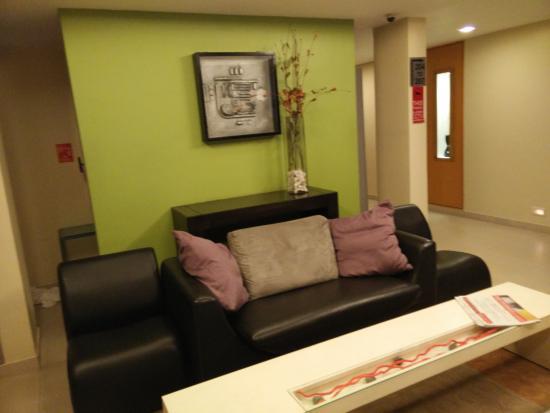 37th Crescent Hotel Bangalore : loby