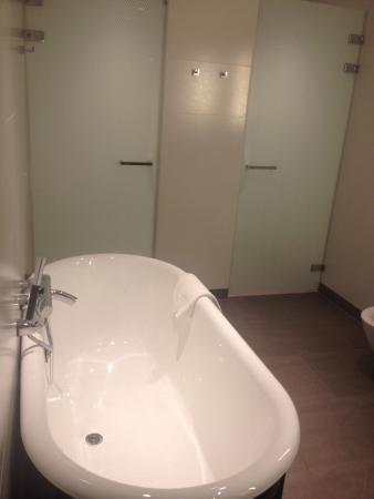 Executive Deluxe badkamer - Foto van Hotel Dux, Roermond - TripAdvisor
