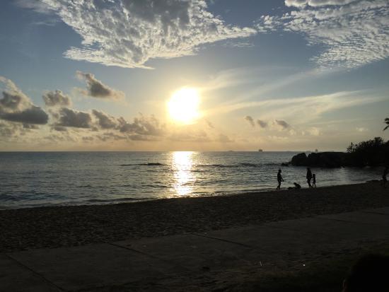 Parai Beach Resort & Spa: Pemandangan matahari terbit di Pantai Parai