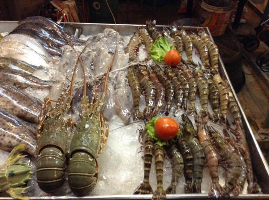 Aonang Goodwill: Fresh seafood from Thai Restaurant in front of the hotel and very reasonable price