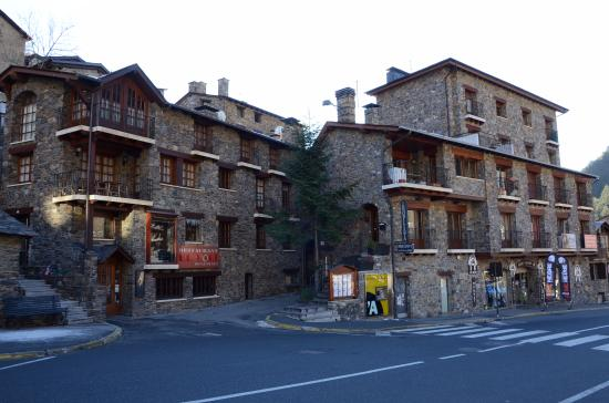 Hotel Montane: Улица
