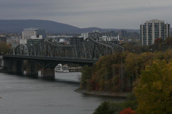 Alexandra Bridge: Мост со стороны Оттавы