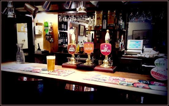 Alstonefield, UK: Watts Russell Inn bar