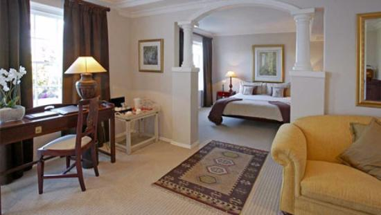 Stillness Manor & Spa: Bedroom. View overlooking the pool and sweeping gardens