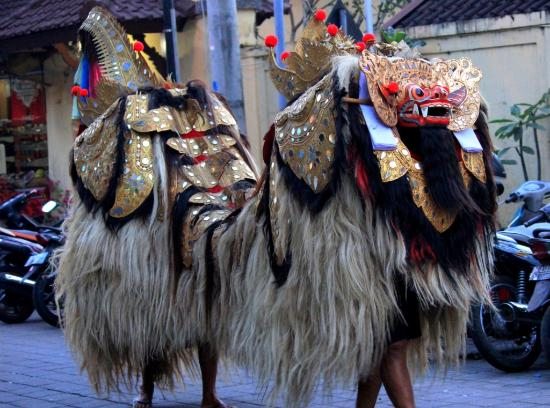 De Munut Balinese Resort: Market attractions at Night for Balinese traditional dances