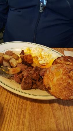 Southborough, Μασαχουσέτη: My husbands steak and eggs.  We visit Massachusetts often to see family.  we always go to Mauro'