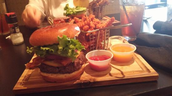 De Land, FL: 50/50 Burger