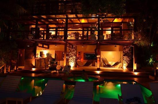 Barra do Piuva Porto Hotel: Piscina a noite