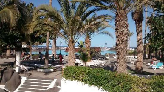Piscinas martinez foto di lago martianez puerto de la for Piscinas martianez