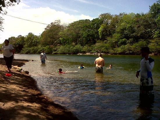 Rio Gatun, ปานามา: Afluente Río Santa María- Río Caudaloso y de aguas frescas
