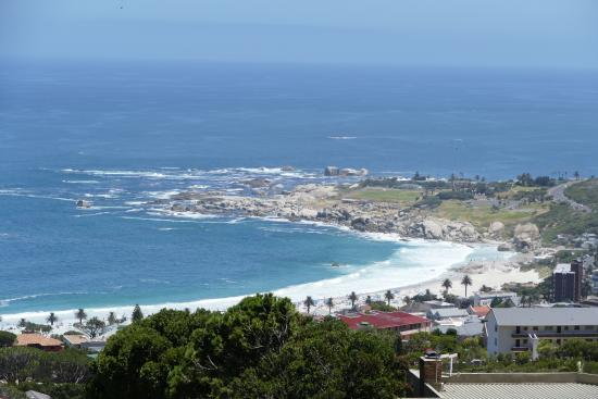 Atlanticview Cape Town Boutique Hotel: View over Camps Bay