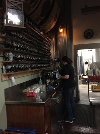 Bristol, CT: bar