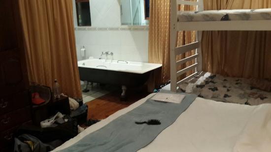 Gordon's Bay, África do Sul: room / bathroom