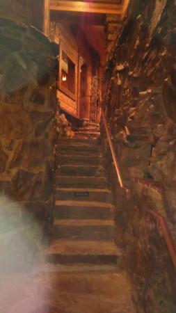 Cedar Rock Inn: Stairway