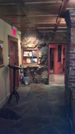 Cedar Rock Inn: Check in